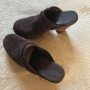 Amazing brown UGG clogs - size 9